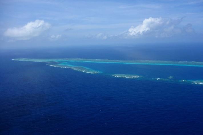 中国直升机航拍搁浅南沙仁爱礁的菲军登陆舰【4】