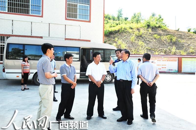 张秀隆到天峨县向阳镇调研小城镇建设和清洁乡村工作