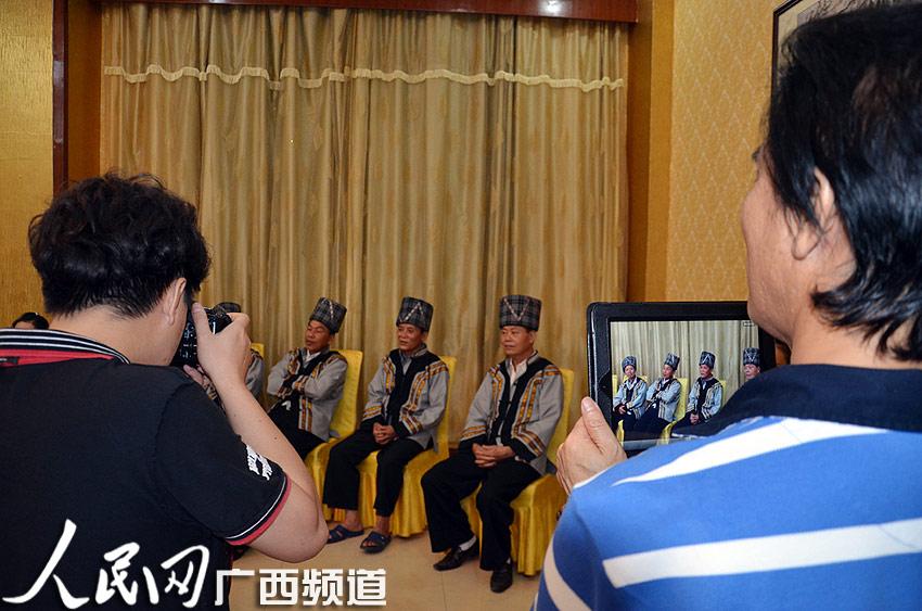 广西音乐家采访民间汉族 壮族山歌手唱山歌