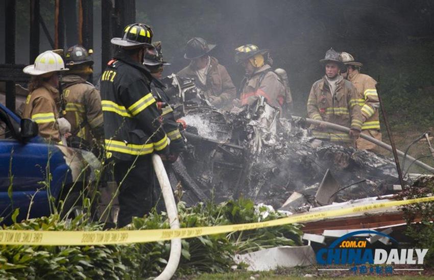 高清:美国一小型飞机坠毁居民区 多人死亡或失踪