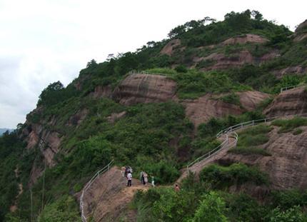 石表山休闲旅游风景区位於广西东部的梧州市藤县