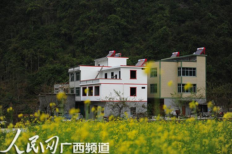 农村小河边跃层房子图片
