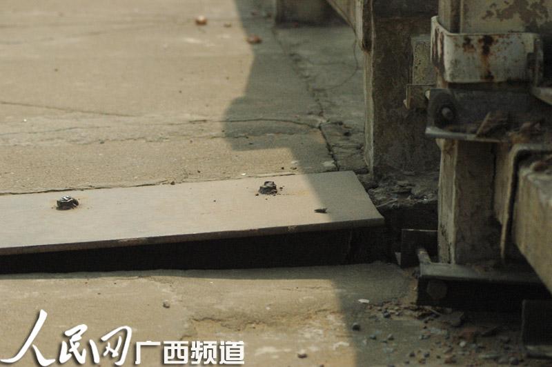 梧州 云龙/梧州云龙桥伸缩缝铁板被盗至今仍未修复