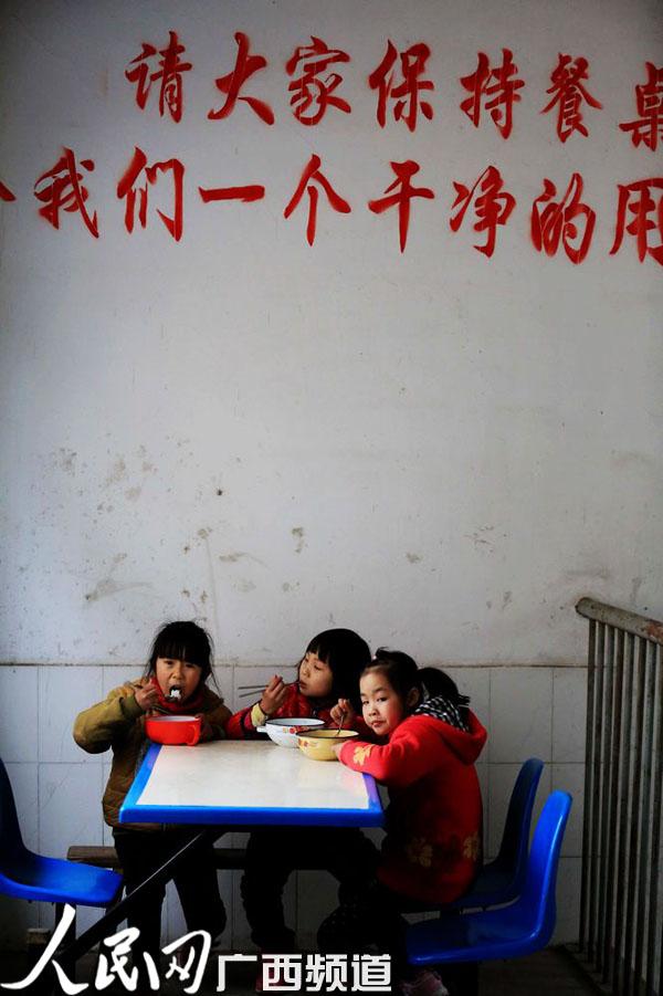 柳州千所小学中小学开设免费毕业v小学年级超亿试农村午餐作文六资金图片