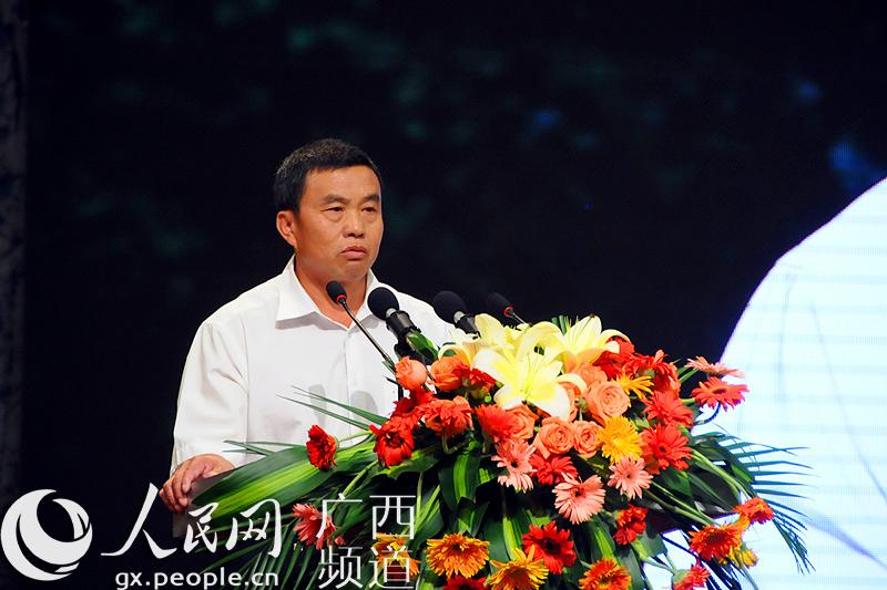 高清:吴天来先进事迹主题情景报告会在南宁举