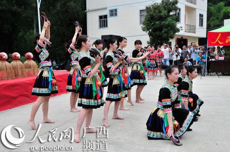 农村篮球拉拉队,欢乐舞蹈跳起来【2】