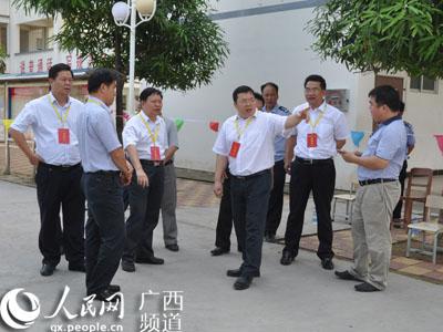 李俊县长到县实验中学检查指导高考工作
