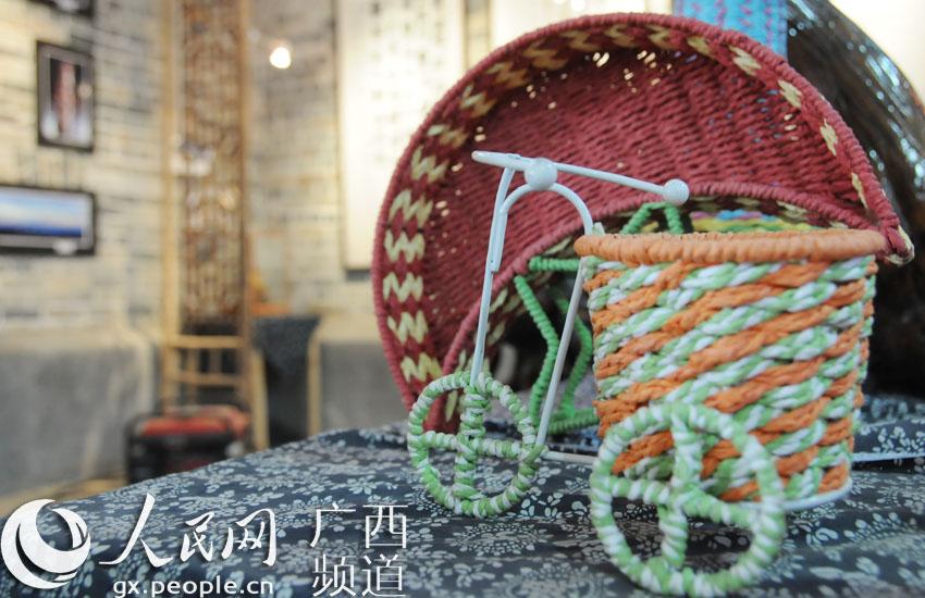 民俗博物馆内展出的精美编织品