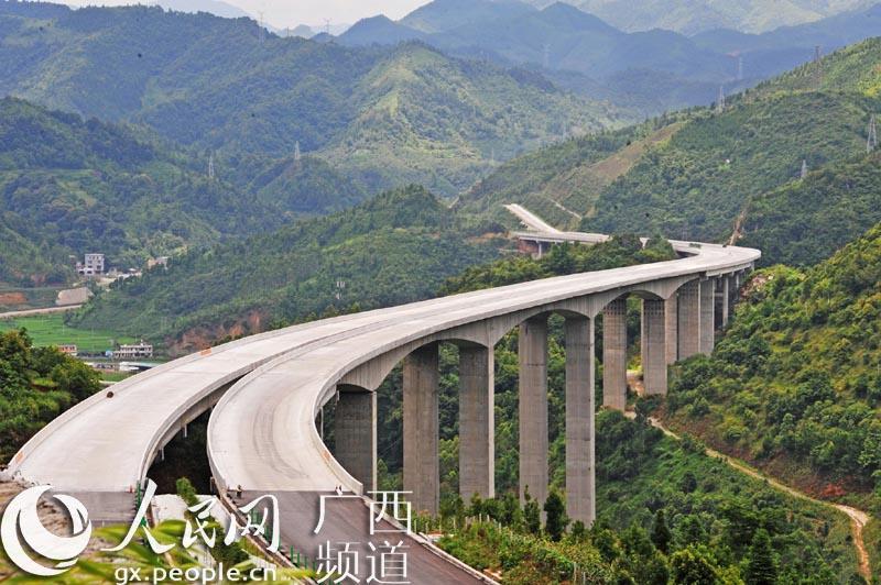 广西百色:靖那高速公路建设进入冲刺收尾阶段【3】