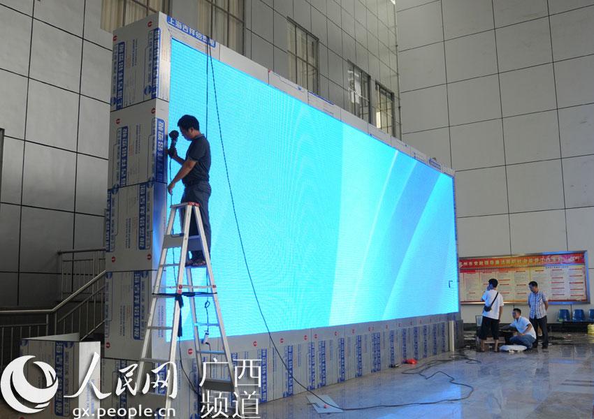新LED液晶屏亮相 宜州对外宣传又添新平台