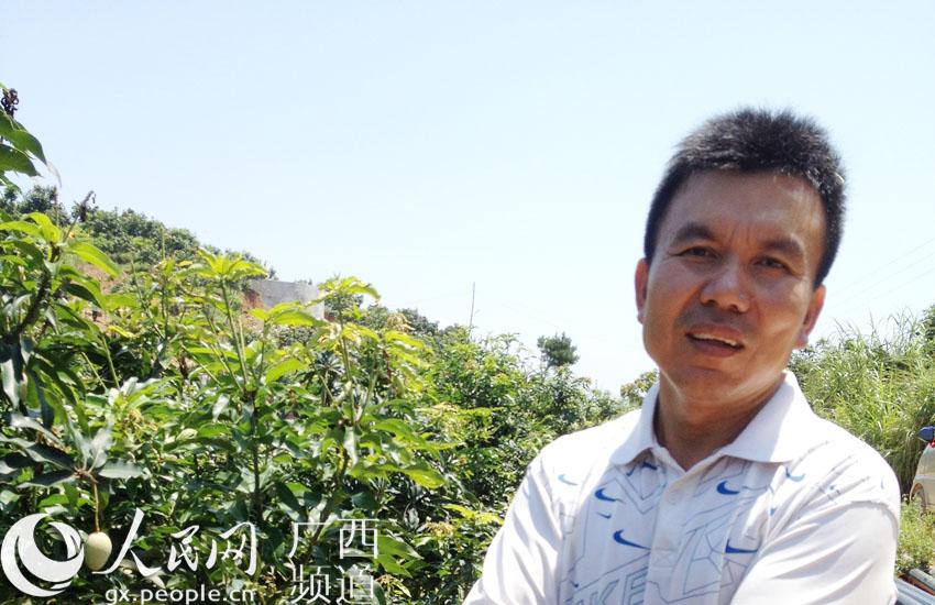 百色市田阳县那坡镇弄山村党总支部书记黄荣
