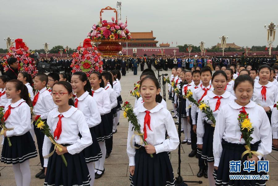 这是少年儿童唱中国少年先锋队队歌