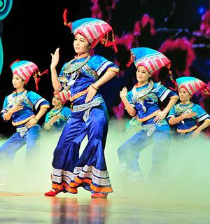中国壮族舞蹈《美丽姑娘》