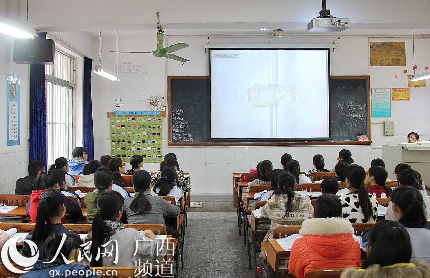南宁市卫生学校推行无手机课堂超一年 学子告