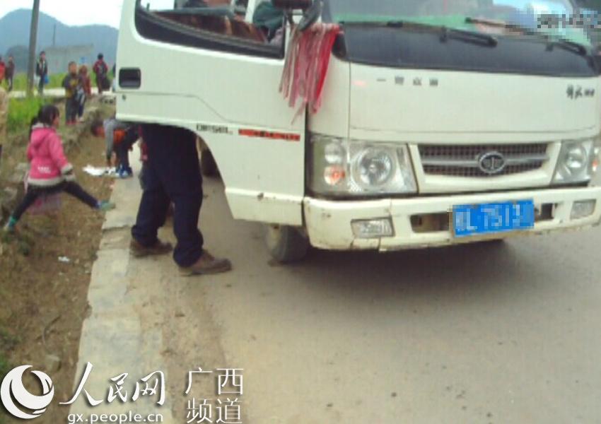 百色信息雇请无证村民驾人员接送小学生技术货车测试题小学图片