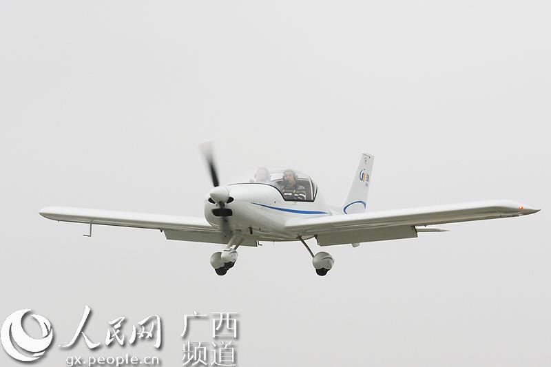 跑道试飞,标志著广西第一个私人飞机机场具备了飞行