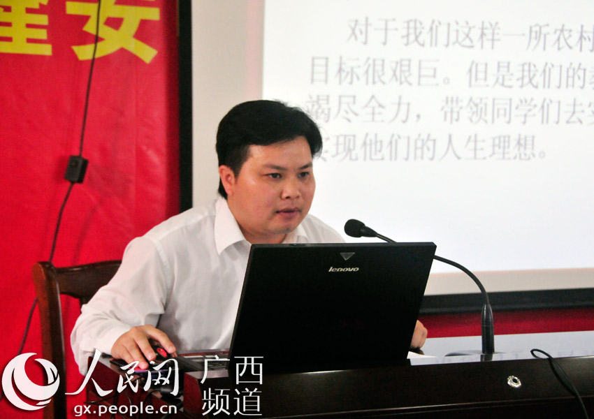 """广西隆安中学""""圆梦班""""举行座谈会 名校学子分享学习经验"""