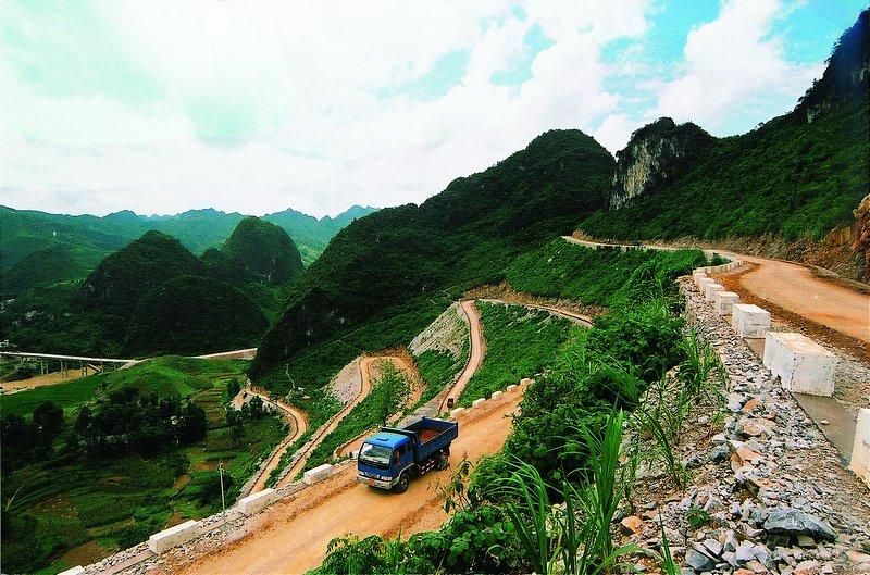 国家扶贫开发重点县凤山县三门海镇央洞村新建
