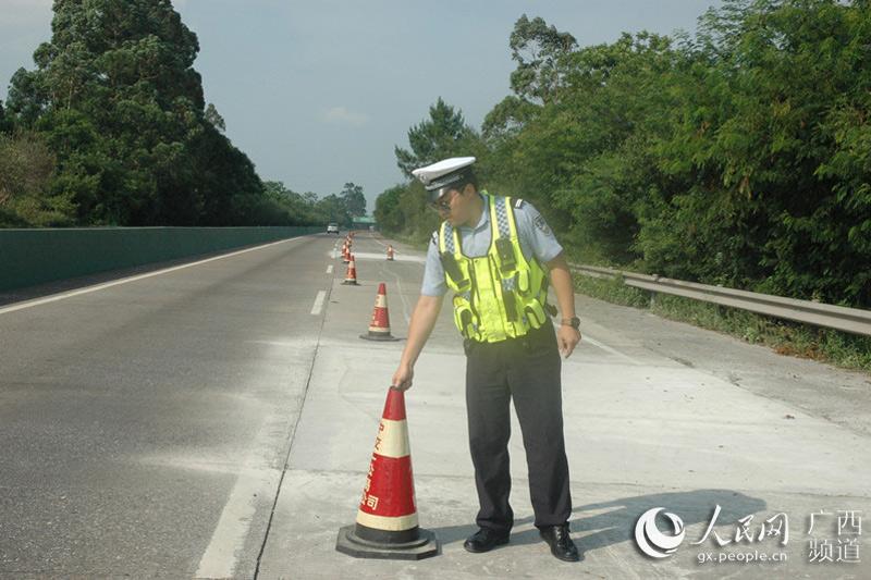 泉南高速桂柳段多处施工 交警提示行车需谨慎
