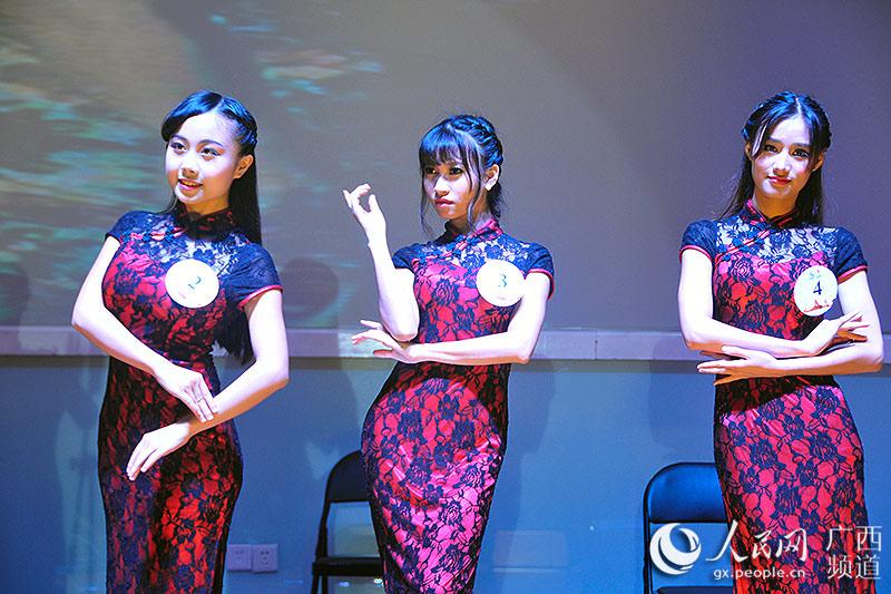 高清礼仪:广西大学生穿汉服女人感受组图三次一性旗袍的夜情一个比拼图片