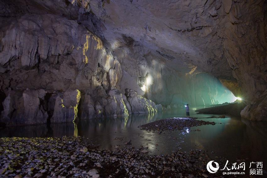 地下哹��z(`:ke9�g���:�_摄影师深入喀斯特地表之下拍摄地下河奇观