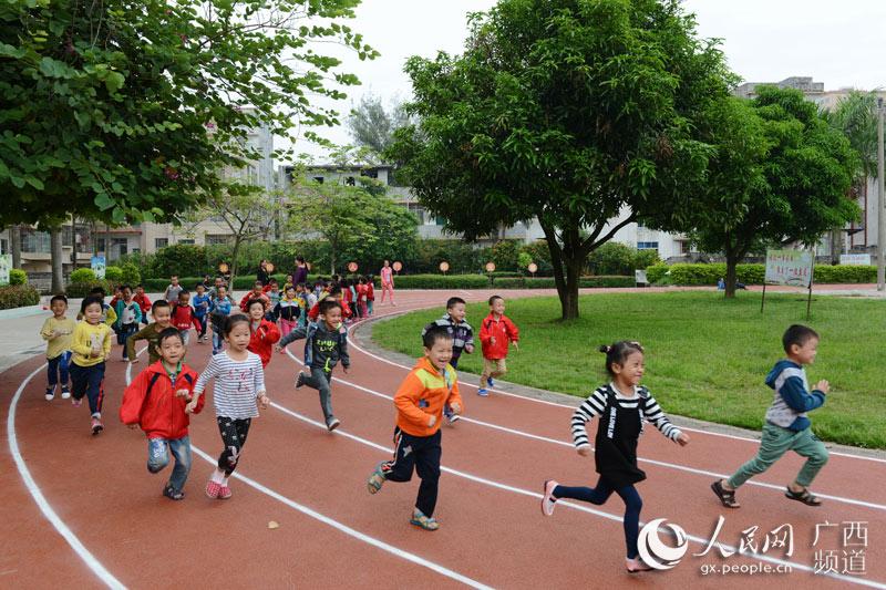 西城容州镇第五小学有了塑胶跑道容县小学排名2017图片
