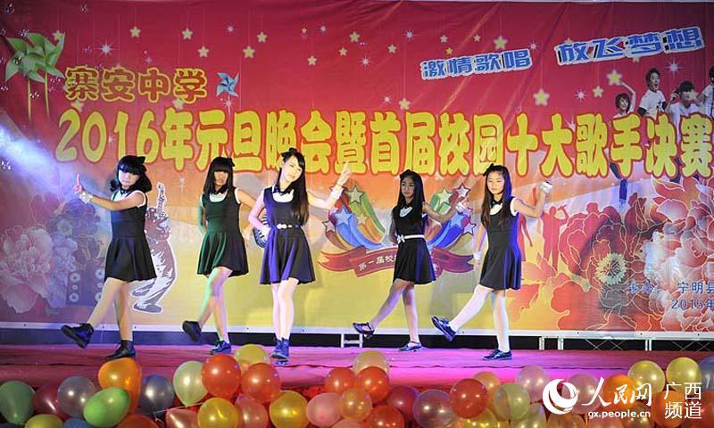 广西宁明中小学校举办各种文艺活动喜迎新年