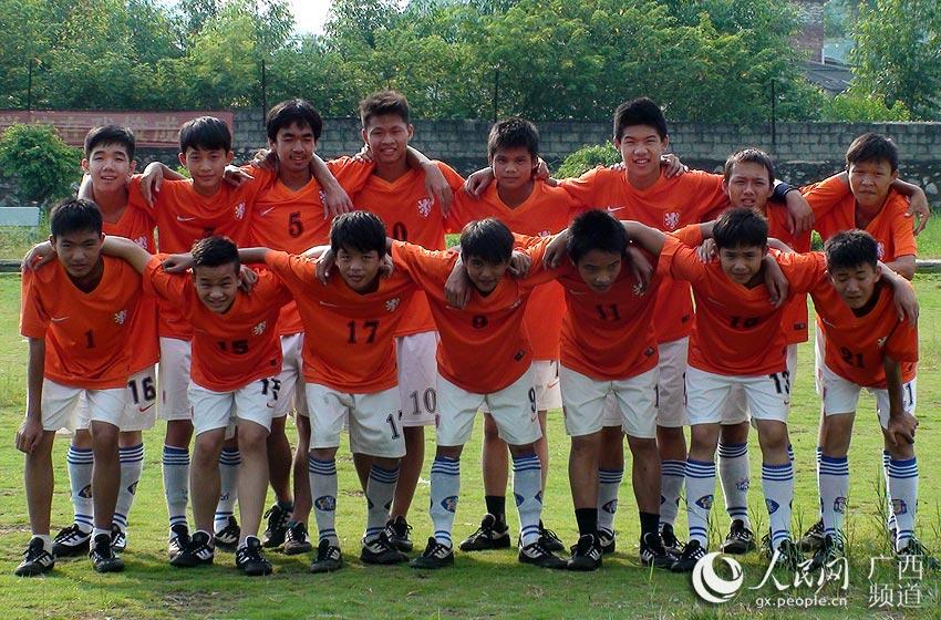 广西贵港一农村初中推广足球文化 每周设2节足