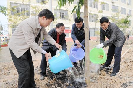 扶绥县启动春季义务植树活动