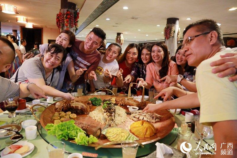 马来西亚旅游同业考察团到广西大新考察