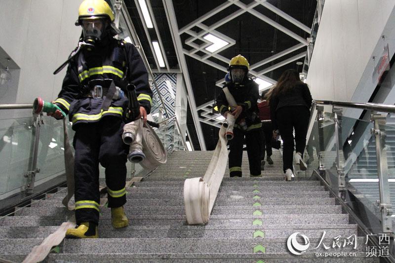 卷消防带步骤图解