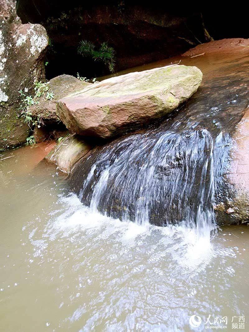 广西烟霞山风景区位于广西钦州市灵山县烟墩镇