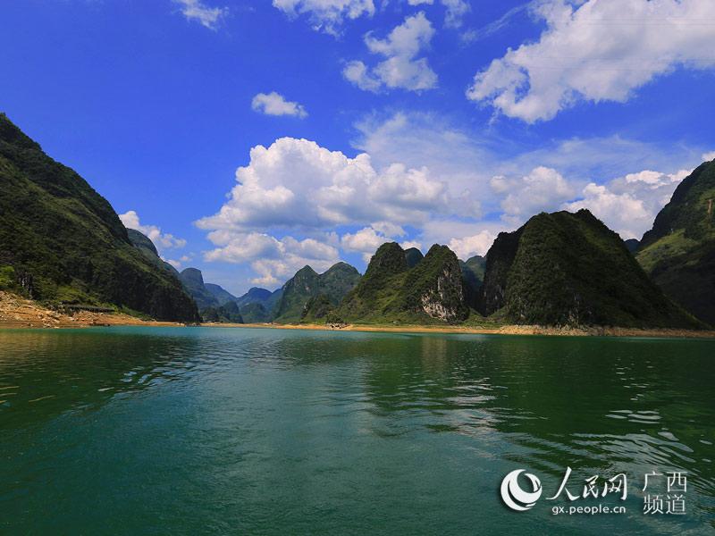 浩坤湖景色全景图