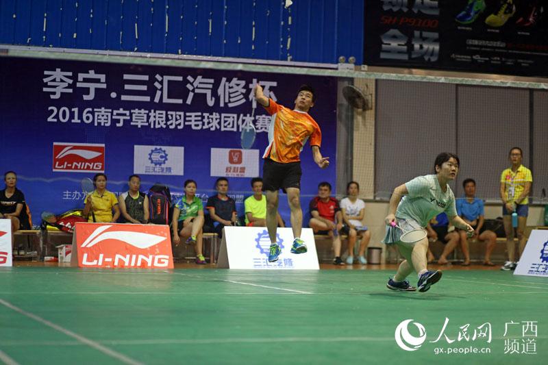 南宁举办草根羽毛球赛 APP报名全程玩直播