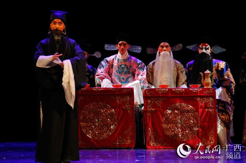 带来的越南传统乐器演奏《望古》惊艳亮相. 为搭建校际艺术教育交
