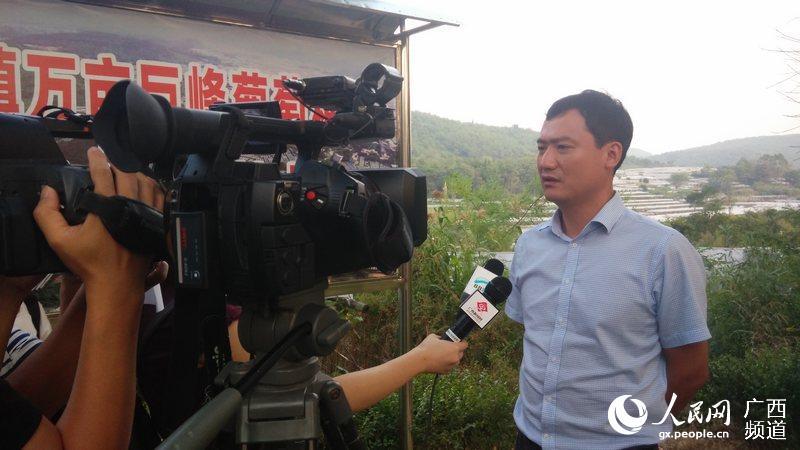 全州县委常委、宣传部长、副县长王本瑛在向记者介绍未来发展规划