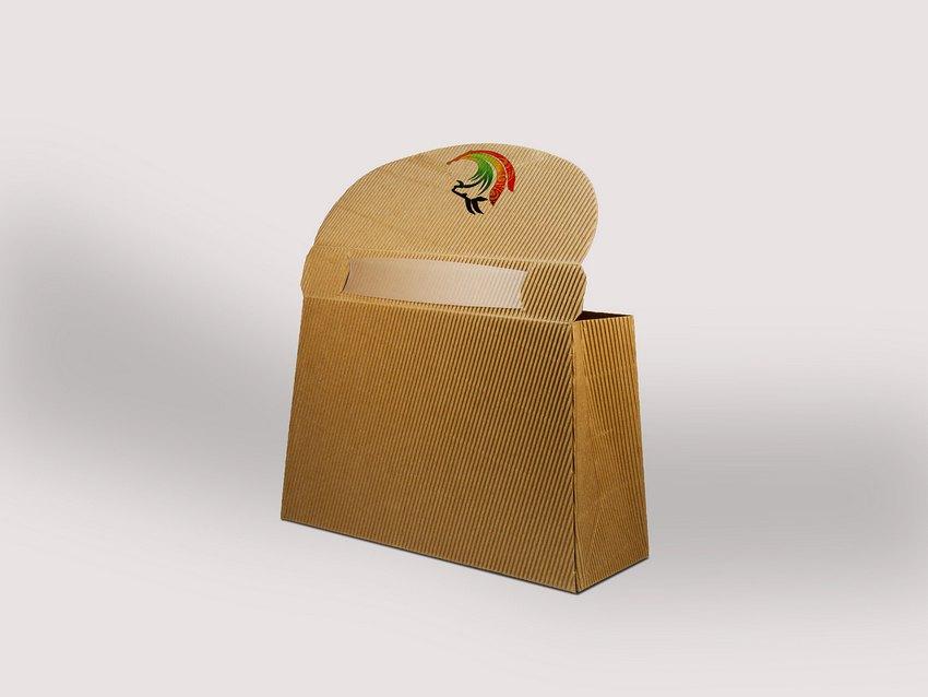 产品名称: 瓦楞纸腊肉包装 作品编号: MS6001 创意说明: 此类包装运输费用低符合环保要求,能适应各种类型的纸箱的装潢印刷,能很好的解决商品保护和促销问题;对包装物品具有许多良好的保护功能;纸箱的规格与尺寸的变更易于实现,纸箱能快速适应各类物品的包装;封箱、捆扎均方便,易于作业,提高效率;其内的瓦楞结构类似拱形结构,能起到防冲减震作用,重量轻、结构性能好。