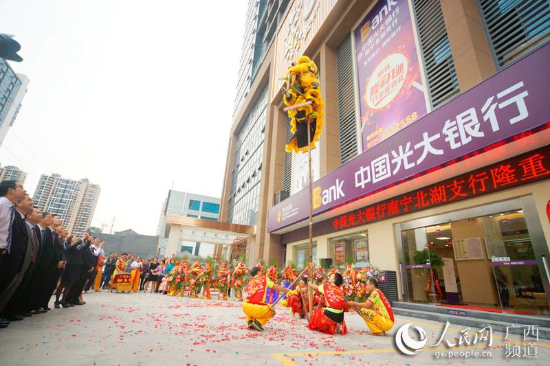 人民网南宁11月2日电 近几年,南宁市北湖路城区周围人口密度高、社