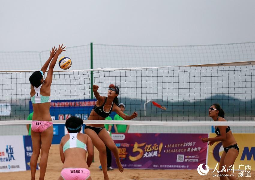 4月27日,为期3天的2017年全国青年U21沙滩排球锦标赛在广西钦州