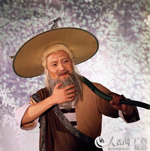 由蒋剑扮演的老渔翁
