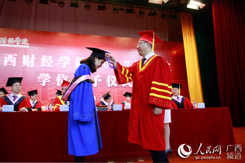 广西财经学院举办毕业典礼 校长赠五句寄语