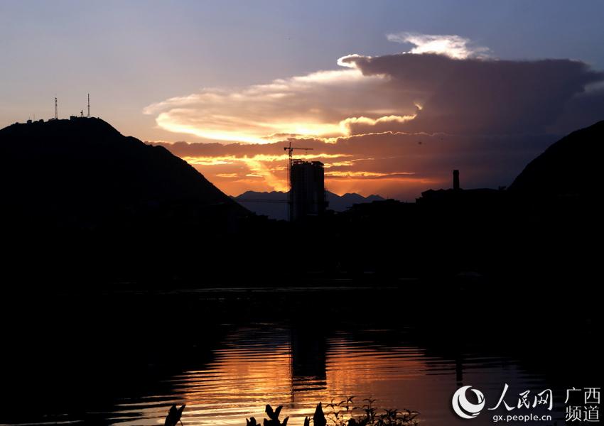 7月16日,在广西全州县雷公岭国家矿山公园拍摄的美丽晚霞