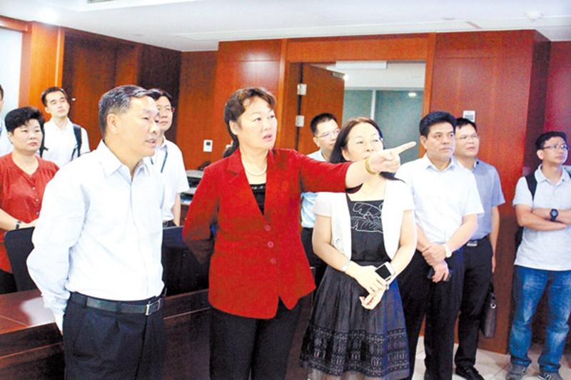 王革冰率队赴沪拜会上海华谊集团董事长刘训峰