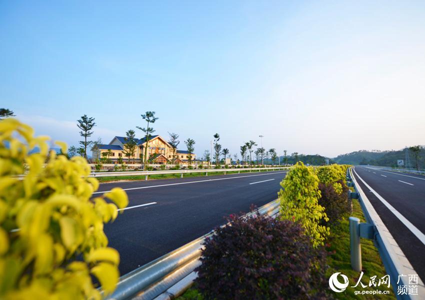 廣西貴港至合浦高速公路建成通車 10月17日,貴港至合浦高速公路建成