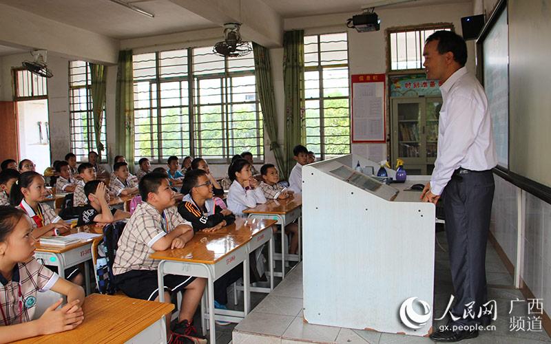 横县横州镇柳明小学开展小学进爆笑v小学课堂笑话大全家长图片