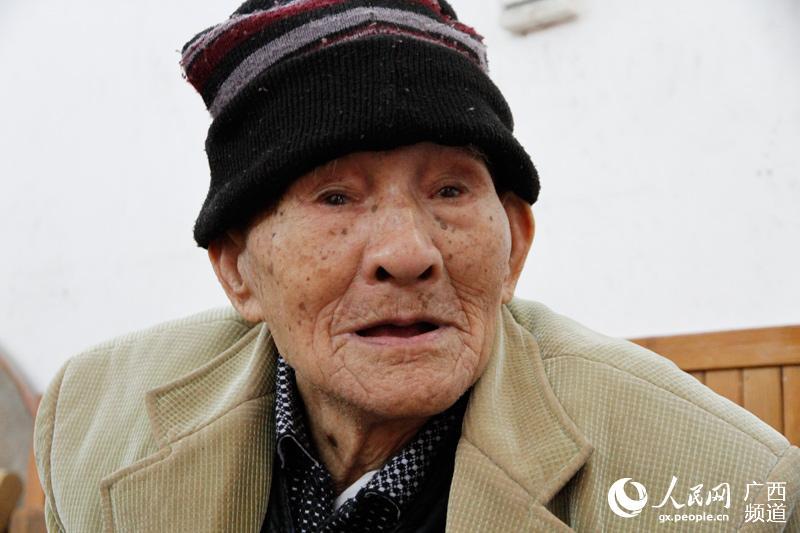 101岁的韦兆良老人精神矍铄
