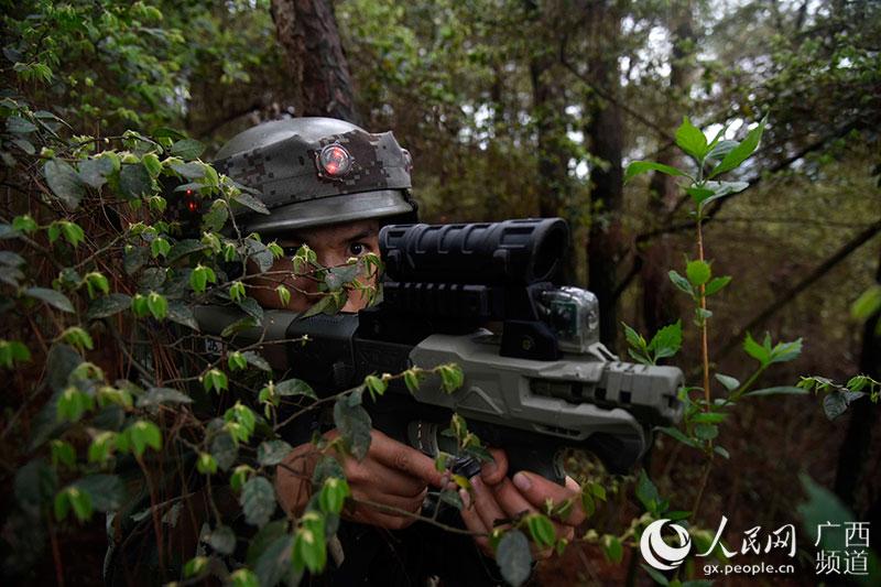 广西武警在陌生地域开展演习