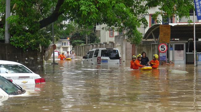 特大暴雨突袭厦门 多个航班取消或延误