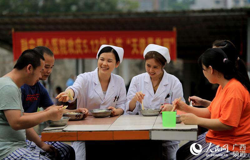 广西融安:岗位上的护士节
