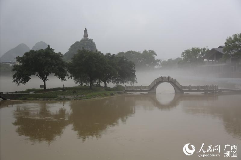 """桂林现""""烟雨漓江""""美景"""
